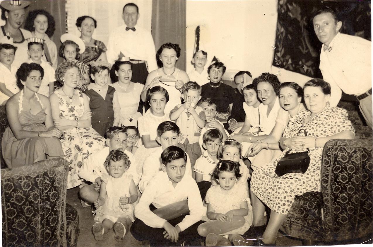 Reunion de cumpleaños, ca. 1955.jpg