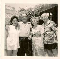 From left_ Magda (Moschi) Koppel (nee Partos), Manea Sifnaghel, Elisabeth (Lieschen) Gumpel (nee Par