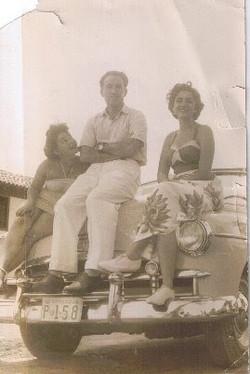 At left is Lotti Scharfstein (Elisa Lotti) and my sister, Gerda Eveline, at far right.jpg  I don't k