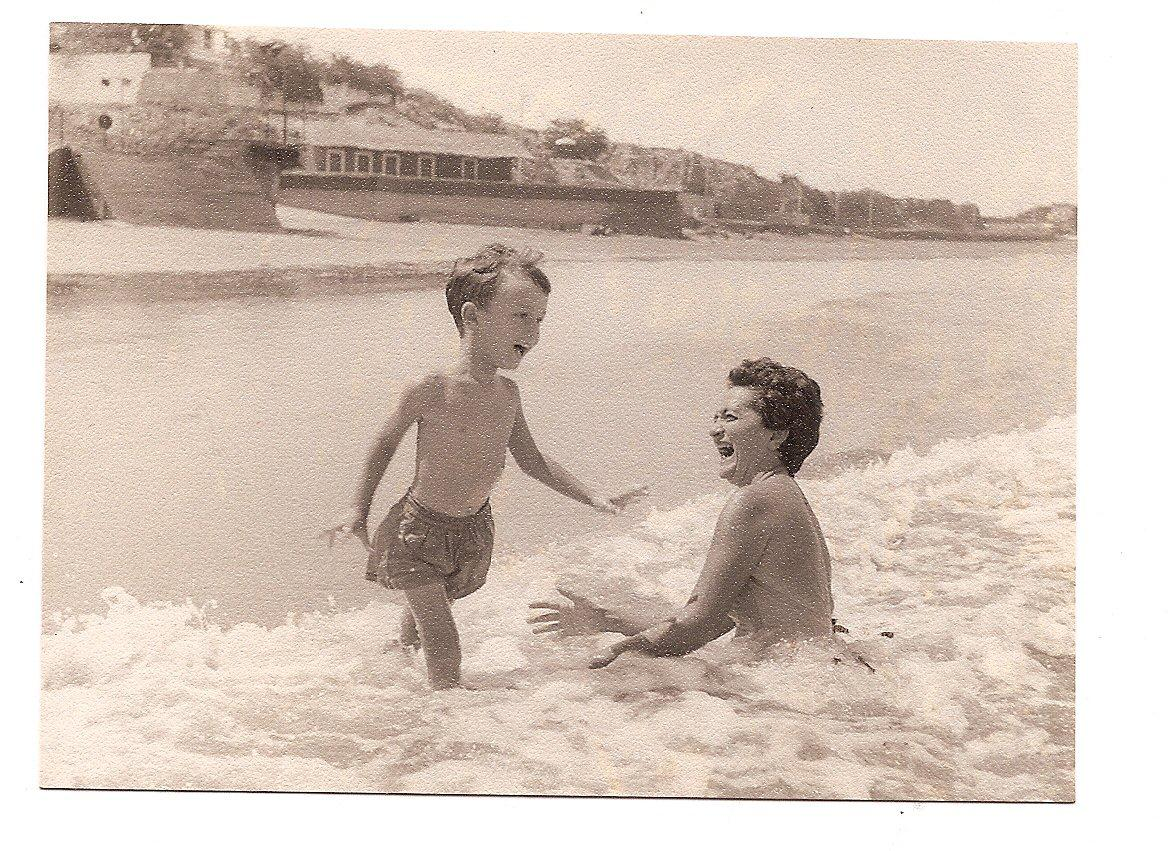 Playas -- Wonderful sea and beach (with my mother).jpg