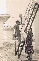 Photo taken on the terrace of Casa Frutal, in 1940.jpg