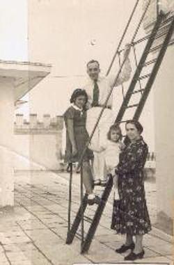 Photo taken on the terrace of Casa Frutal, in 1940.jpg