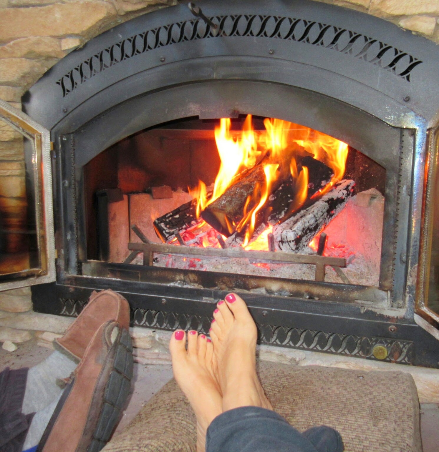 living rm fireplace close up