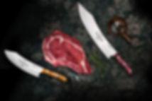 Ein saftiges rohes Steak liegt aufeiner dunklen Steinplatte, umringt von zwei scharfen Messern, Salz, Pfeffer und Rosmarin