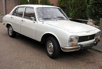 1200px-Peugeot_504_-_Flickr_-_Joost_J._B
