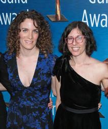 Roteiristas de Glow, Carly Mensch e Liz Flahive