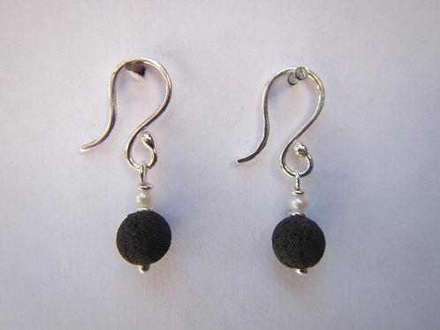 boucles d'oreilles pierres volcaniques et perles.