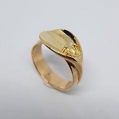 Bague en forme de feuille en or jaune sur mesure