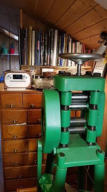 Le laminoir dans l'atelier du bijoutier
