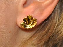 Boucle d'oreille personnalisée en or jaune avec une tourmaline verte