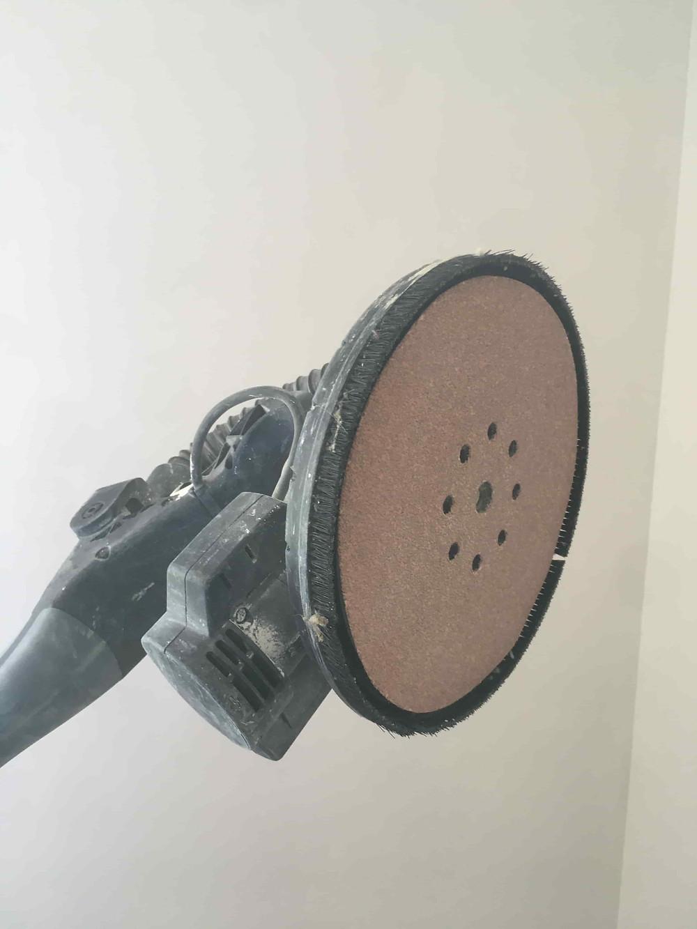 Ponceuse rotative d'enduiseur et peintre