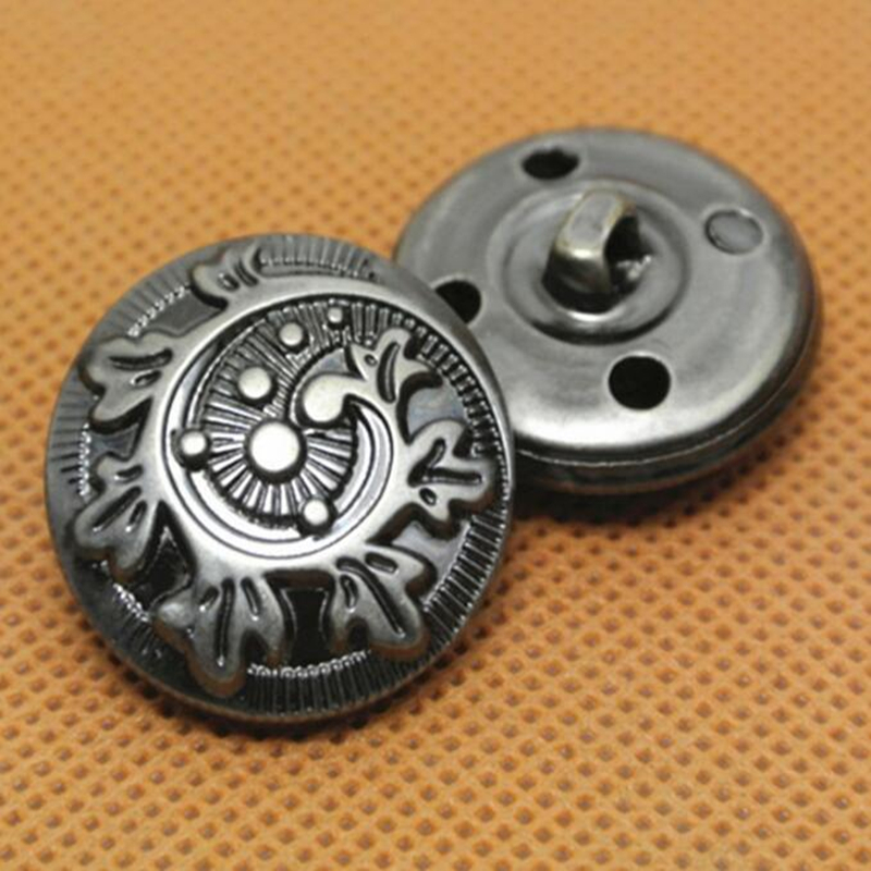 Metal button 3