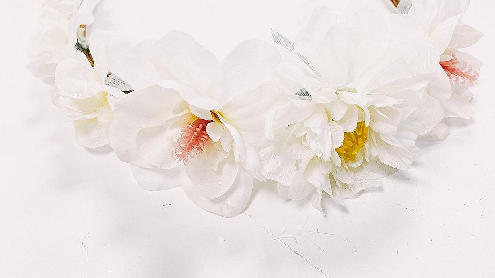Couronne, fleurs, ivoire...