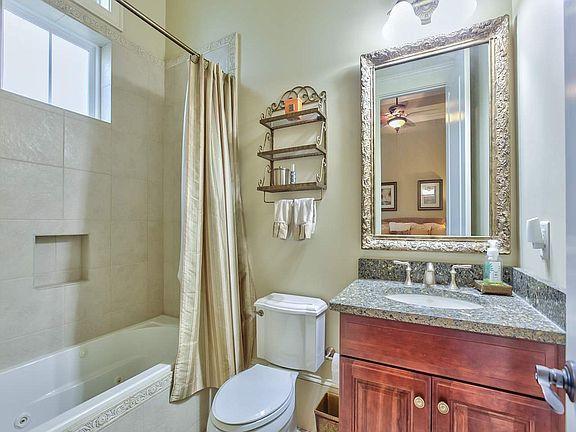 3056 Dickinson Dr Bathroom 4.jpg