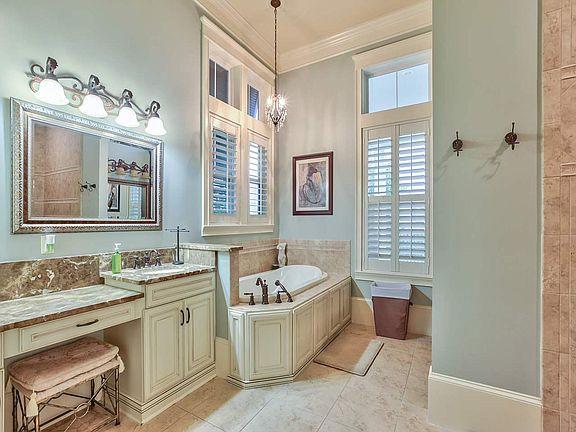 3056 Dickinson Dr Bathroom 1.jpg