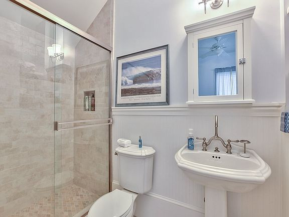 3056 Dickinson Dr Bathroom 5.jpg