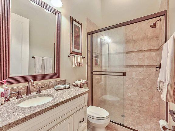 3056 Dickinson Dr Bathroom 3.jpg