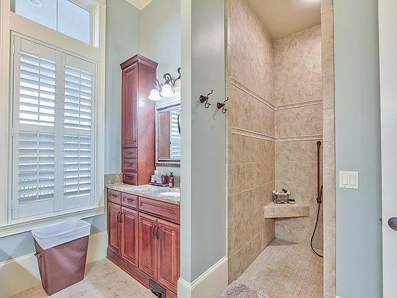 3056 Dickinson Dr Bathroom 2.jpg