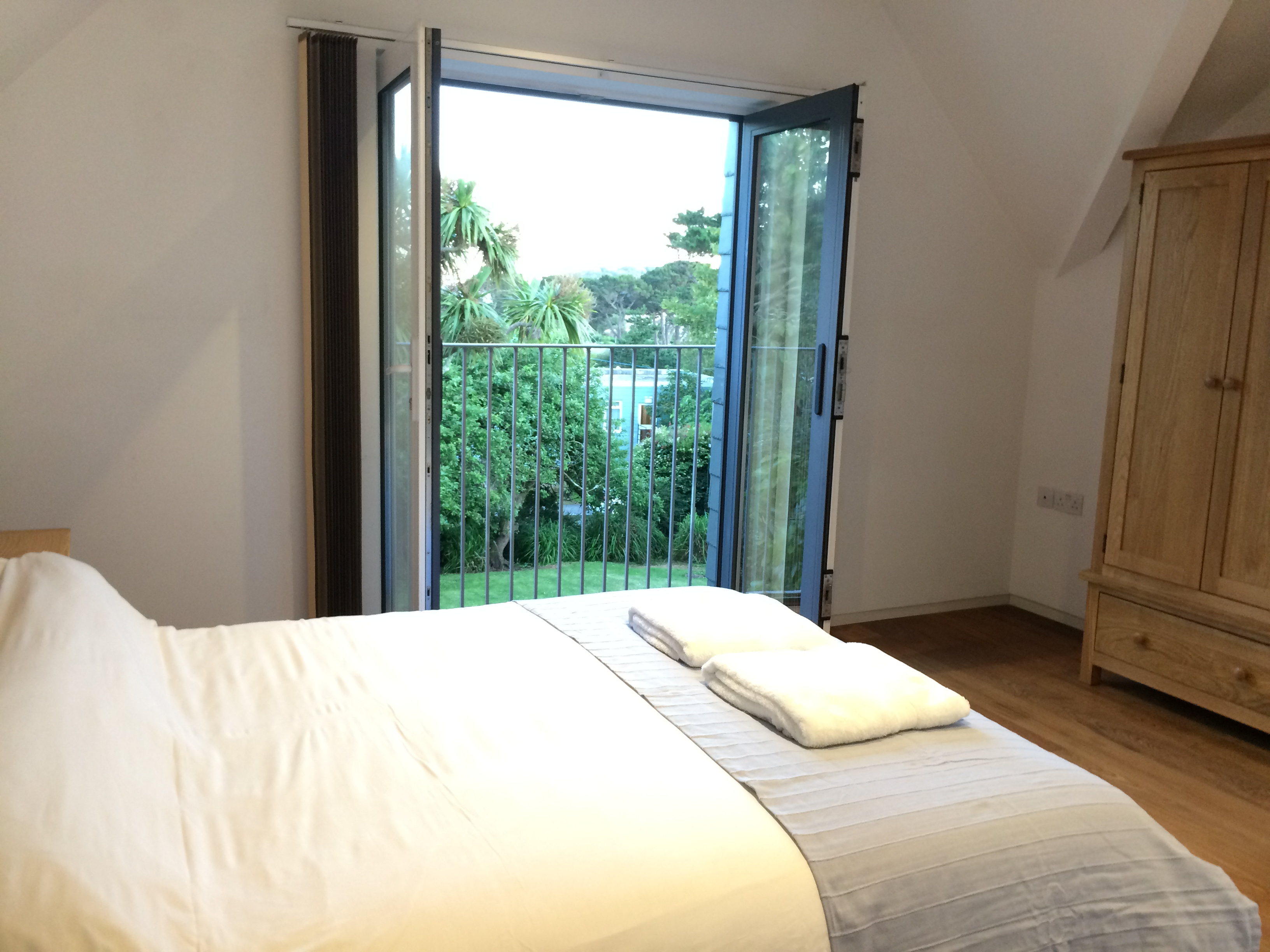 Bedroom 2 with Kingsize Bed & Balcony overlooking garden