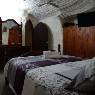 Di's Place main bedroom