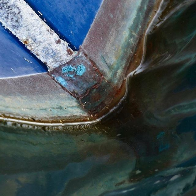 DETAIL OLD RAKED BOW #bow #boats #boat #barca #bateau #ship #blue #green #rust #water #waterline #ab