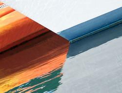 Contrast #contrast #waterline #water #eau #acqua #reflection #orange #boat #bateau #barca #yacht #ma