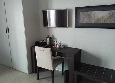 Where to stay in Valencia - Vincci Mercat hotel room tea/coffee facilities