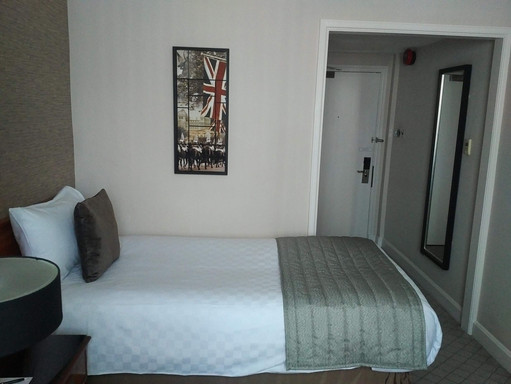 The Grosvenor London room - single bed