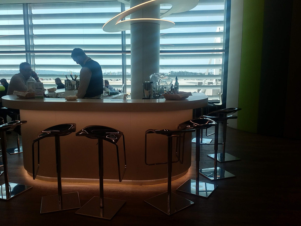TAP Premium lounge Lisbon bar