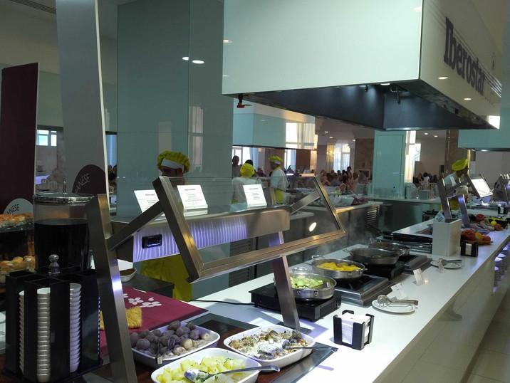 Iberostar Bouganville Playa buffet restaurant