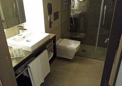 Vincci Mercat hotel review - bathroom