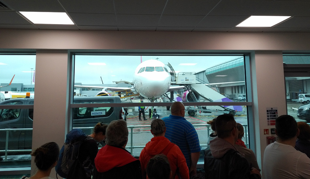 Wizz Air review - boarding at Luton airport