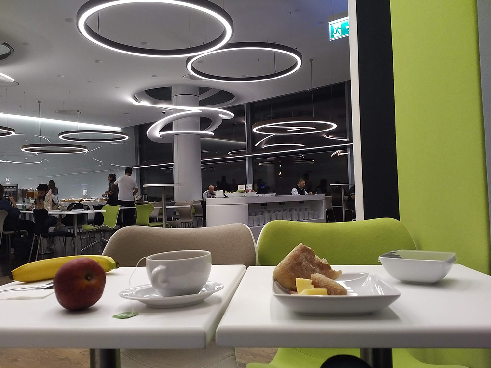 TAP Portugal lounge at 5am