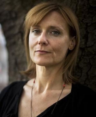 Amanda Coe