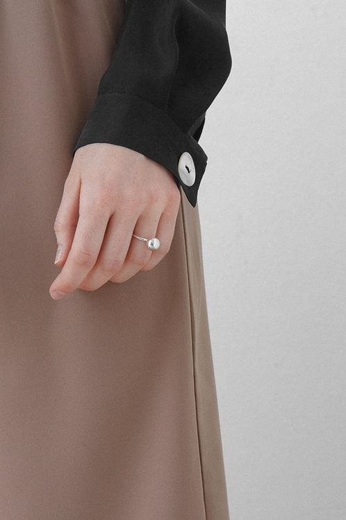 Серебряное кольцо с шариком