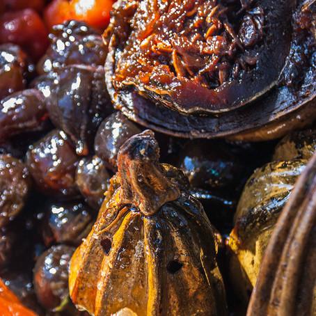 Merengues, chiles en nogada y mole