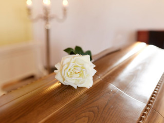 Comparing and deciding on funeral plans – A smooth service from My Funeral Supermarket