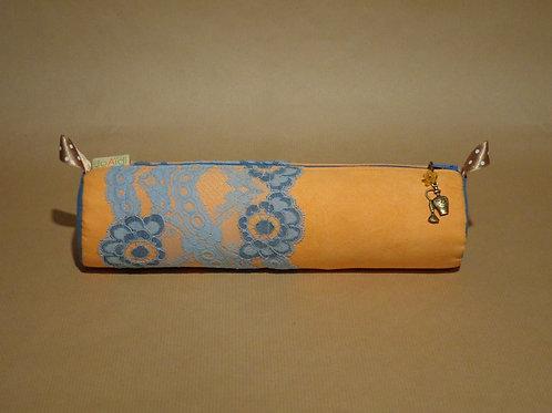 """Trousse """"Parfum Mandarine"""" - en suédine renforcée orange tendre, dentelle bleue"""