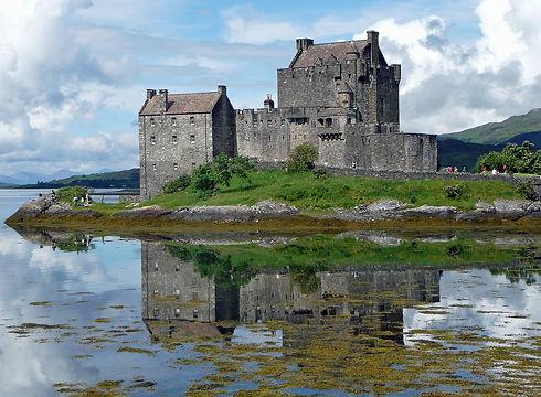 eilean-donan-castle-650681_1280.jpg