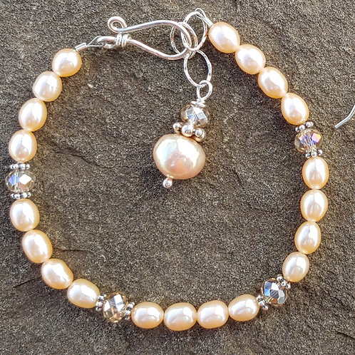 Sweet Cream Pearl Bracelet