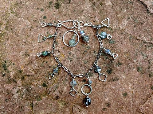 Dainty Chains Labradorite Bracelet