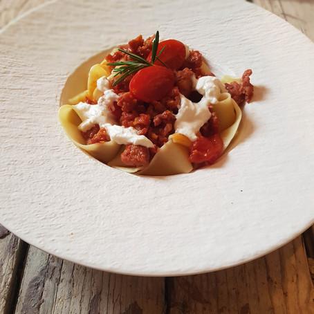"""Pappardelle mit Salsiccia und Burrata (oder auch """"Nudeln mit Wurst und Käse"""")"""