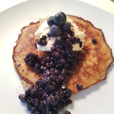 Low Carb Pancakes mit Heidelbeeren