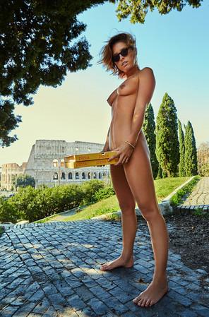XO9A1496-Enki-Eyewear-Marisa-Papen-Rome-