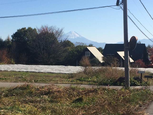 西側道路より富士山