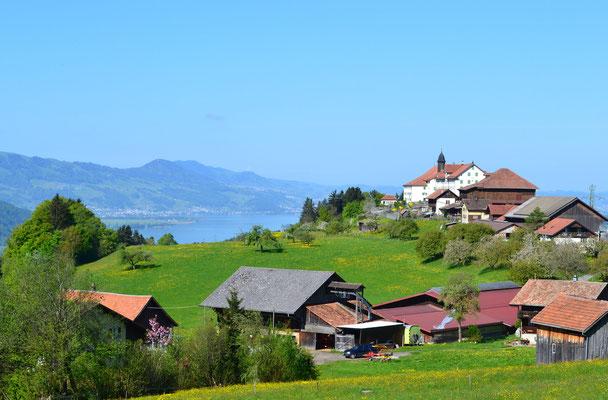 Aussicht auf Kloster und See