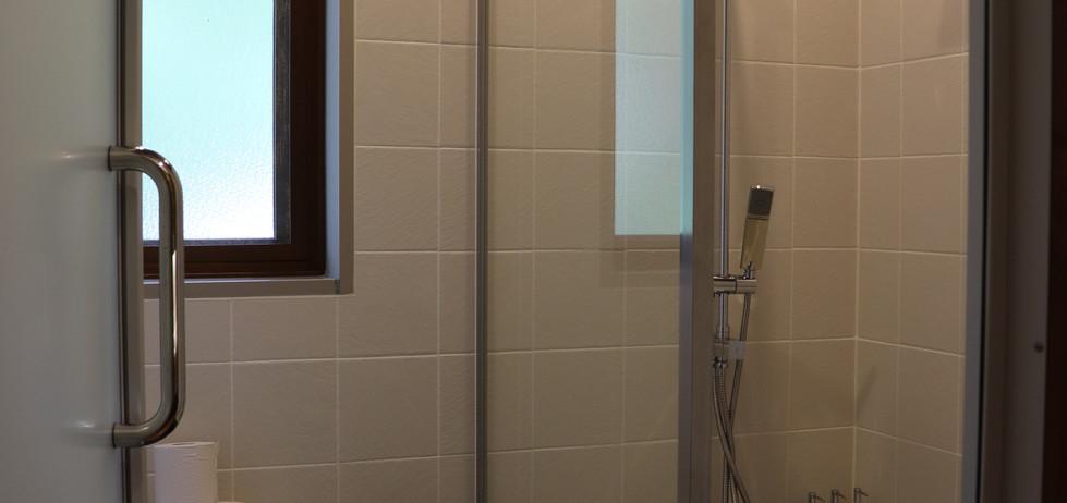 Lily Room washroom 2