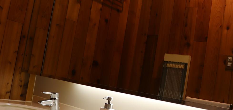 Lily Room washroom 1