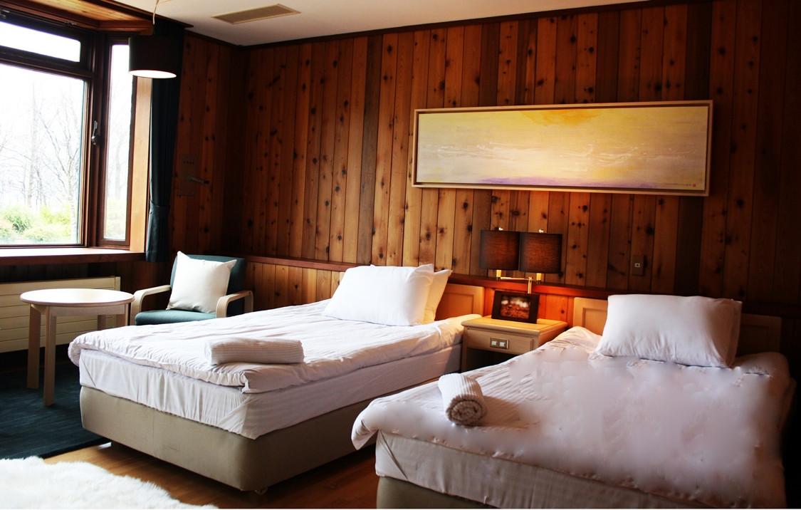 Jasmine Room 3