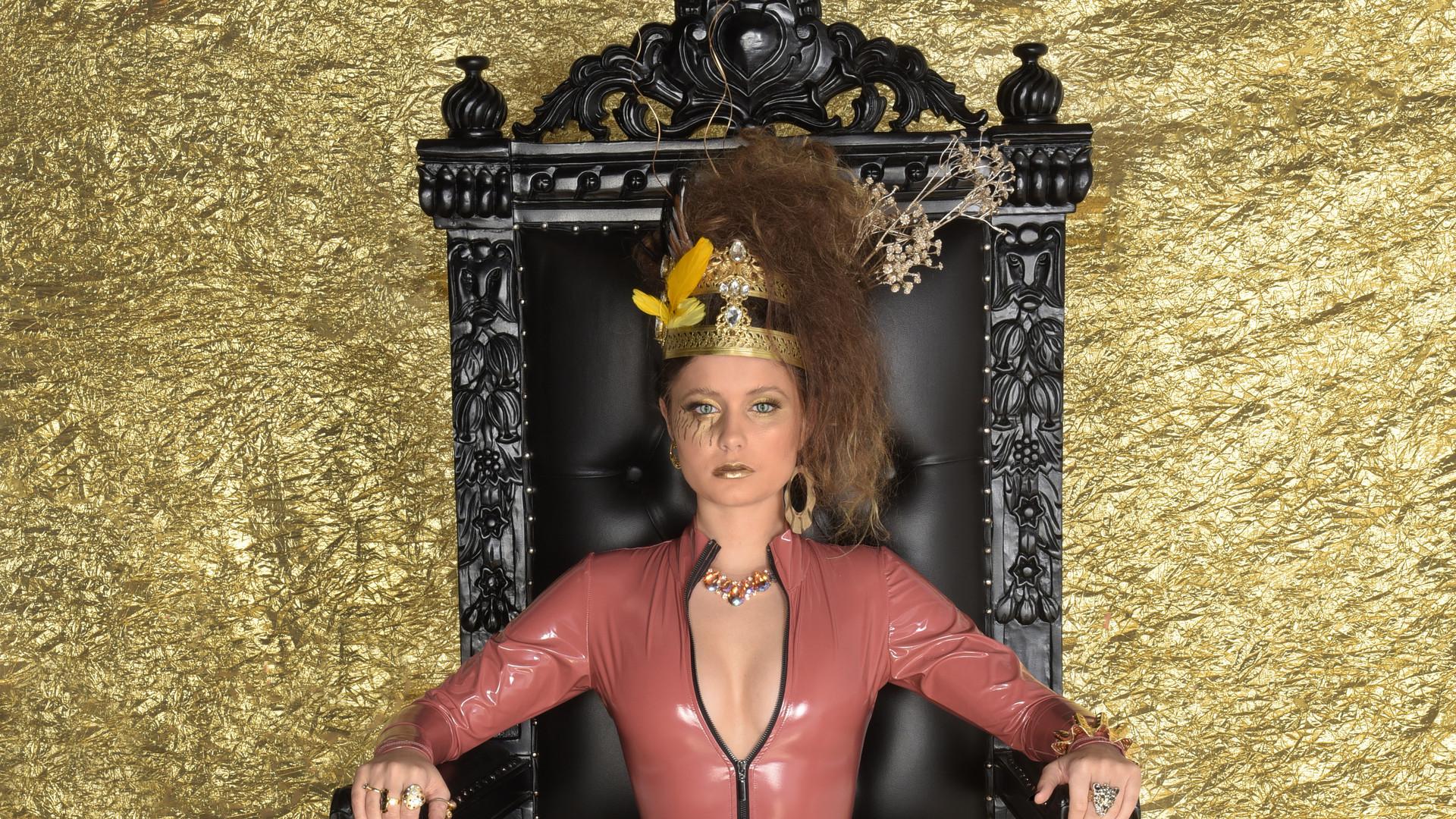 EM Throne